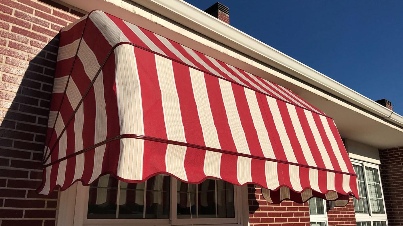 Capota practi tapizada con tapajuntas rojo