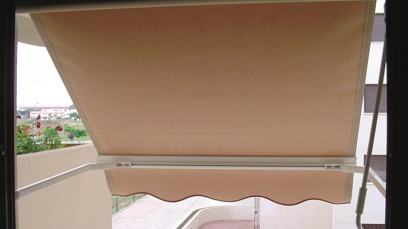 Toldo punto recto con brazos de tension con intalacion en ventana