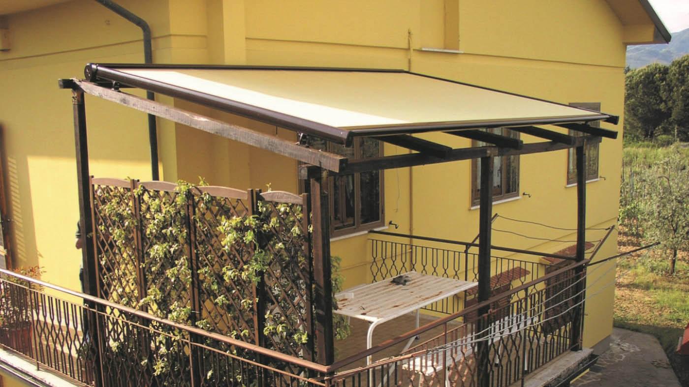 toldo vertical veranda neo con sistema de guias y sistema interno de tension