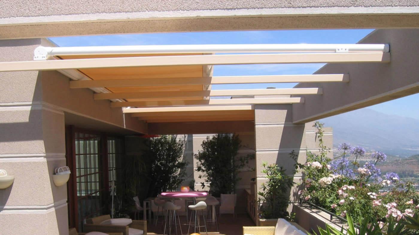 toldo horizontal veranda neo lacado en color blanco y sistema de guias